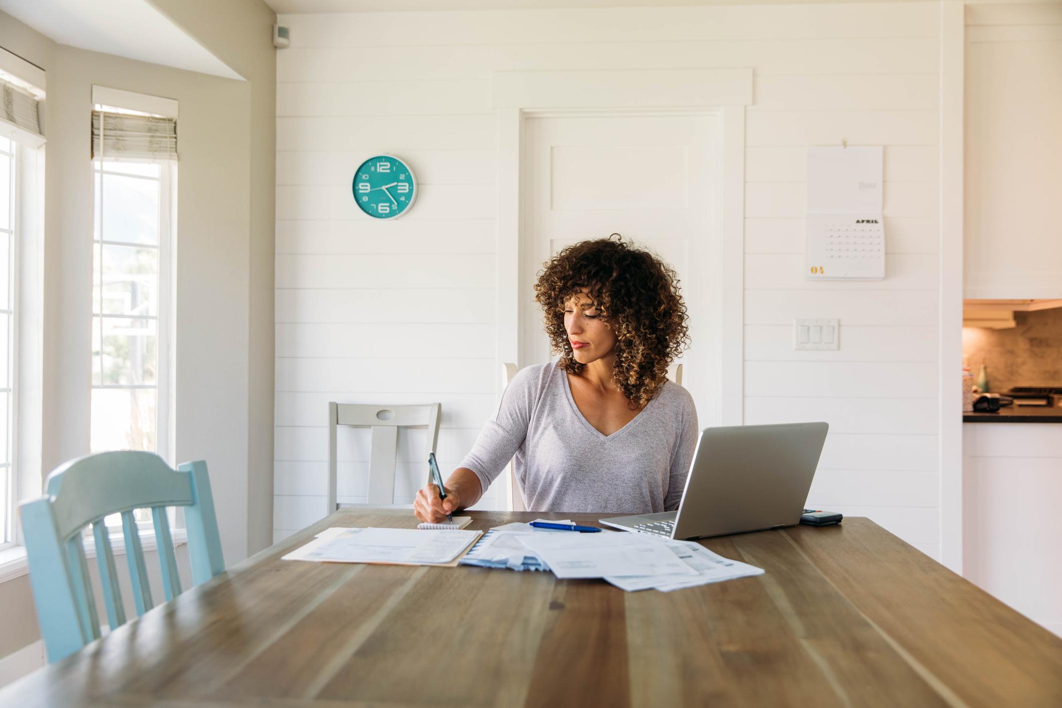 anteproyecto-de-ley-del-teletrabajo:-los-empleados-podran-negociar-su-horario-cuando-teletrabajen