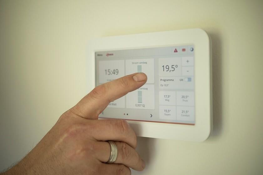 si-apostaste-por-calefaccion-electrica-en-casa,-malas-noticias:-es-muy-probable-que-la-bajada-del-iva-de-la-luz-no-sea-para-ti