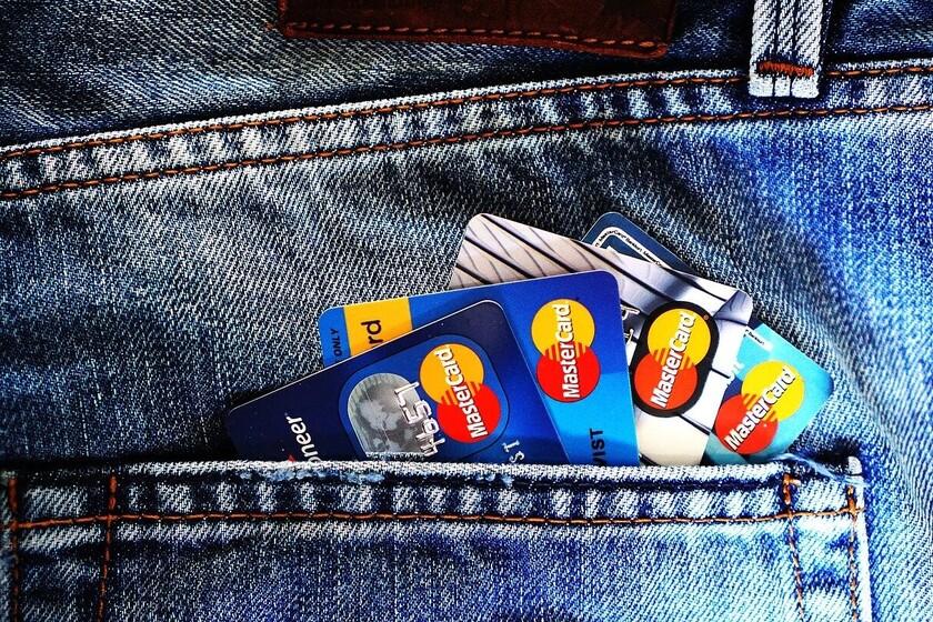 usar-tarjetas-de-credito-normalmente-son-una-mala-decision-financiera-pero-algunas-permiten-ganar-dinero:-te-contamos-cuales-y-como